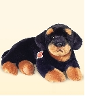 Chien Rottweiler couch� jouets
